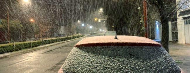 El frío bajo cero afectó a casi todo el país y cayó nieve en localidades bonaerenses