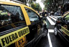 Taxistas protestan en distintos puntos contra las «aplicaciones de transporte ilegal»