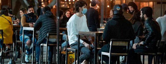 La Provincia analiza solo permitir el ingreso a bares y a restaurantes a los vacunados